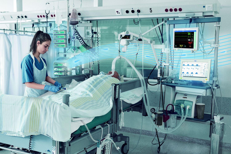 Patient wird vom Medizinpersonal akutversorgt.